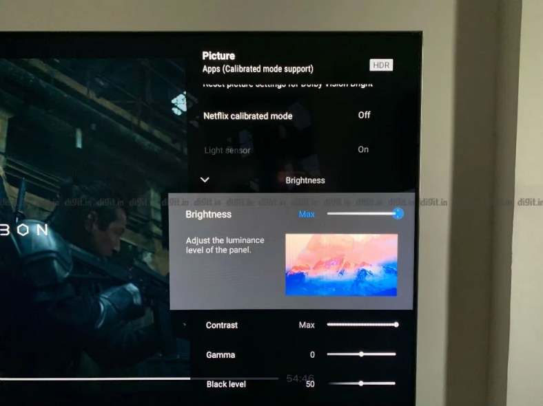 The UI on the Sony X90H brings with it a description explaining the settings.
