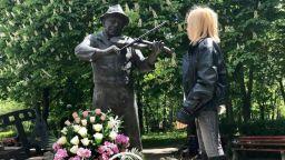 Лилия Иванова се поклони пред паметника на Тодор Колев в Шумен (снимка)