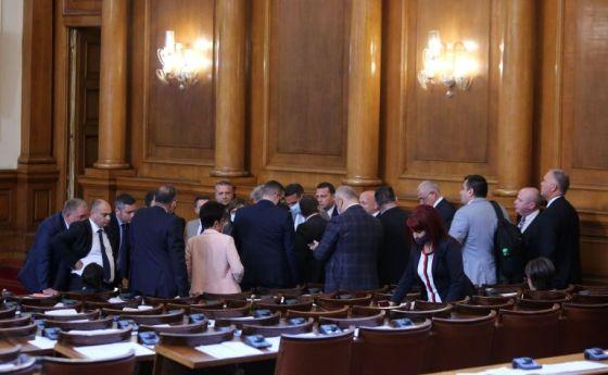 Депутати вляво