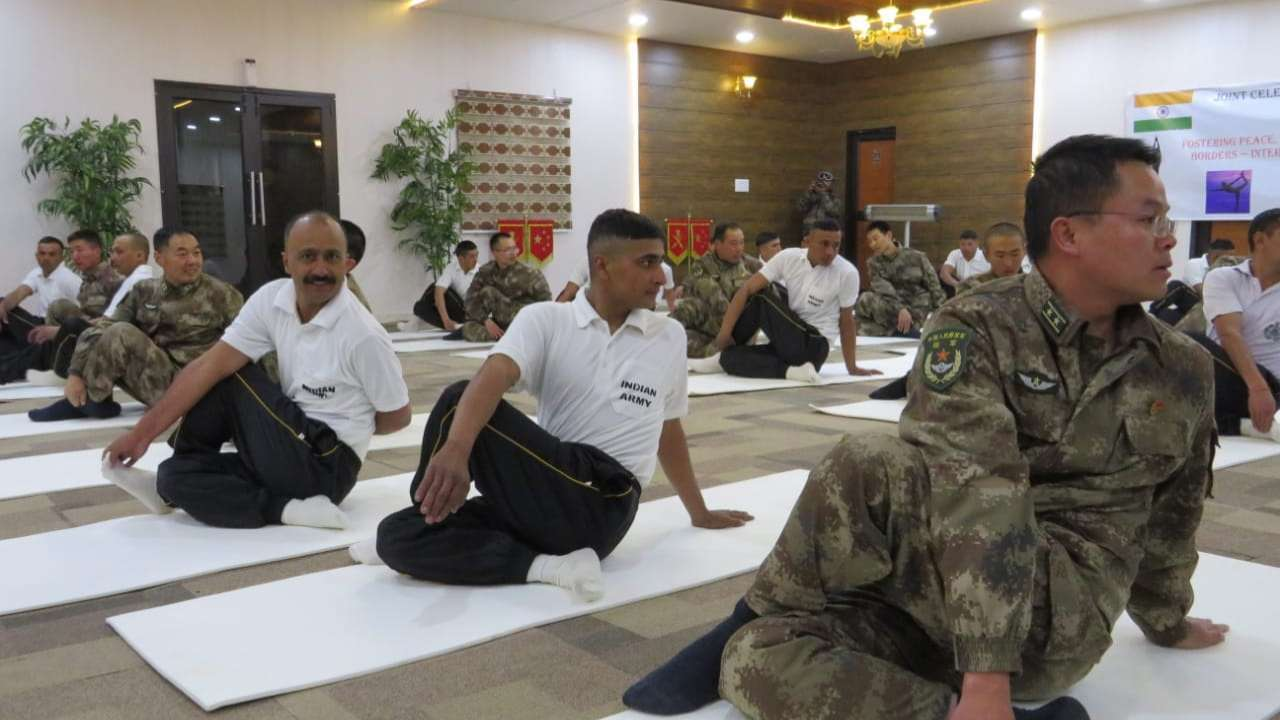 yoga-by-chinese-and-indian-troops