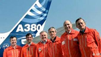 Ein Flugzeug und seine Techniker - Airbus A380 am Start