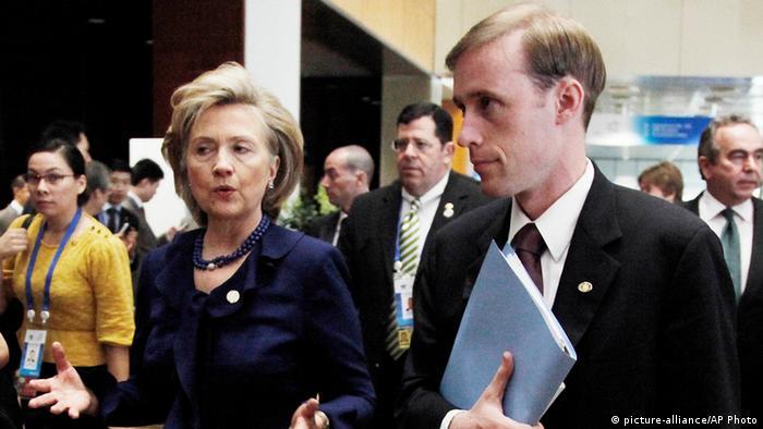 Jake Sullivan y Hillary Clinton en 2009