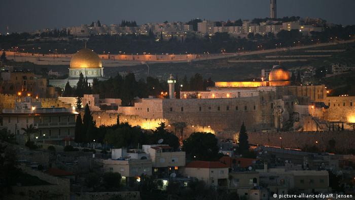 Η Ιερουσαλήμ είναι μέχρι σήμερα ένα αγκάθι για την ειρήνη ανάμεσα στο Ισραήλ και την Παλαιστίνη. Το 1980 το Ισραήλ κήρυξε την Ιερουσαλήμ 'αδιαίρετη και αιώνια πόλη'.Η Ιορδανία από το 1988 δεν προβάλλει εδαφικές αξιώσεις στη Δυτική Όχθη του Ιορδάνη και την Ανατολική Ιερουσαλήμ. Τότε όμως ιδρύεται το κράτος της Παλαιστίνης που ανακηρύσσει την Ιερουσαλήμ σε σε πρωτεύουσά του.