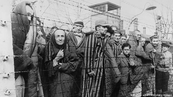 Timeline World War II Auschwitz is liberated (picture-alliance / dpa / akg-images)