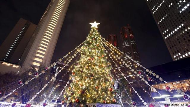 Tokyo Shinjuku Christmas tree (Photo: Reuters/Y. Shino)