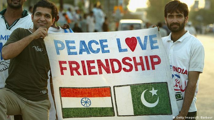 Cricket fans from Pakistan and India (Getty Images/S. Barbour)