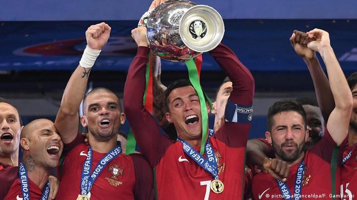 Portuguese team celebrating victory in 2016
