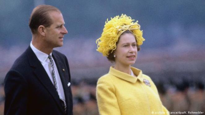 Prinz Philip und die Queen (picture-alliance/dpa/K. Rohwedder)