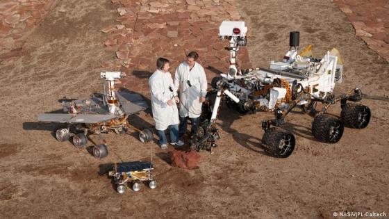 Tiga generasi penjelajah Mars di area pengujian Mars Yard JPL
