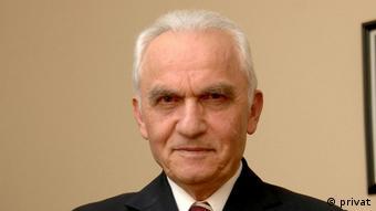 AKP hükümetlerinin ilk Dışişleri Bakanı Yaşar Yakış