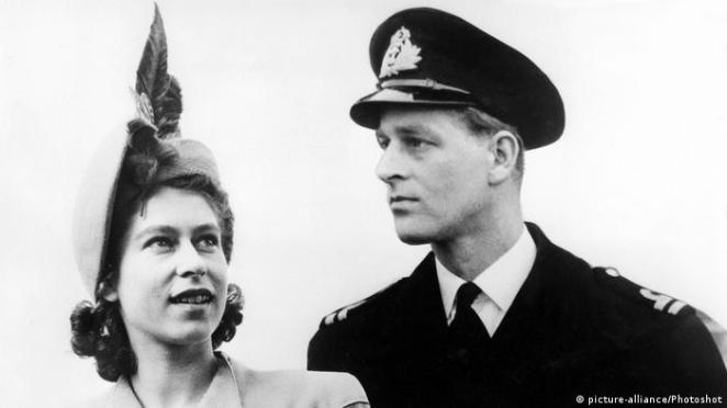 Prinzessin Elizabeth und Lt. Philip Mountbatten (picture-alliance/Photoshot)