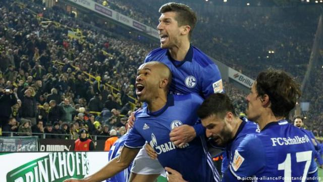 Naldo and Schalke teammates celebrate the equalizer
