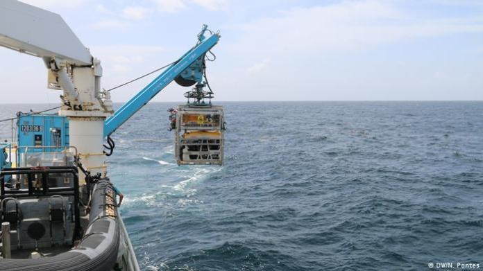 ROV (Remotely Operated Vehicle)
