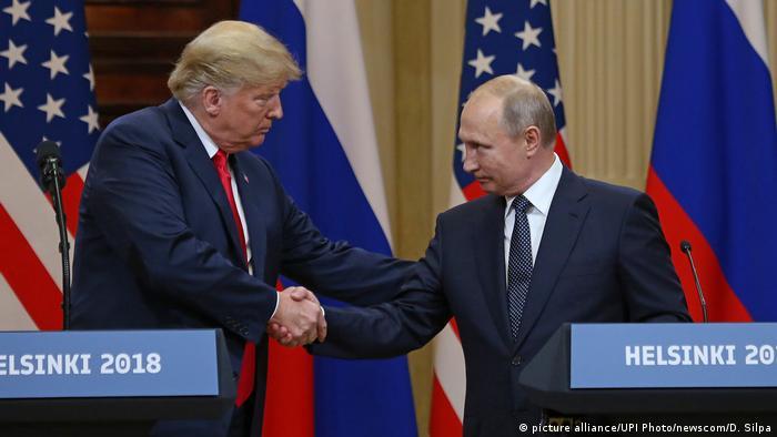 US President Donald Trump shakes hands with Russian President Vladimir Putin (picture alliance/UPI Photo/newscom/D. Silpa)