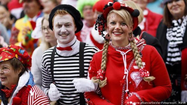Cologne Carnival (picture-alliance/Geisler-Fotopress/C. Hardt)