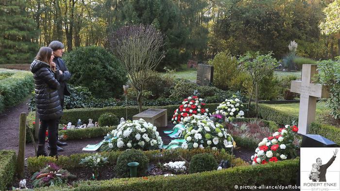 Joachim Lw and Teresa Enke visit Robert Enke's grave