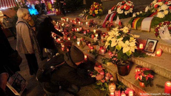 candles and mourners on Breitscheidplatz