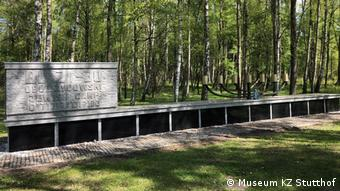 Επιγραφή στη μνήμη των θυμάτων στο Στούτχοφ