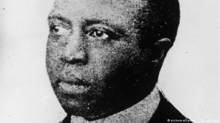 Grainy, black and white closeup of Scott Joplin (picture-alliance/Hulton Archive)