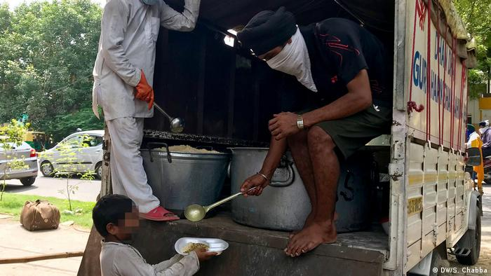 For Sikhs, helping someone in need is considered the highest virtue. Even before the truck pulls in, people stand in long lines and wait for their daily meal. Many people are in need: young men and women, street children, people with disabilities, and the elderly. Some families with no source of income, especially because of COVID-19, also receive rations that could last them weeks.