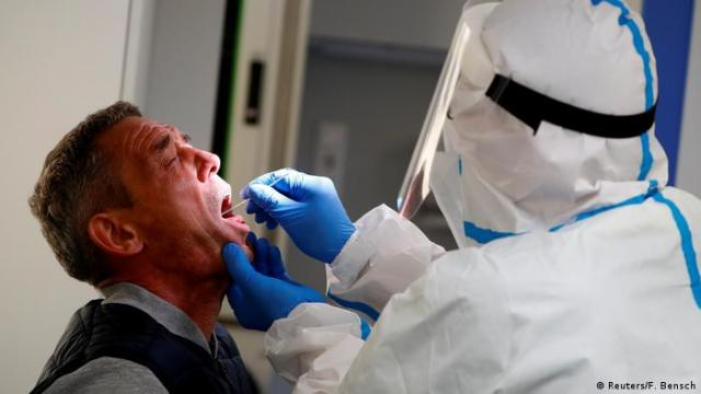 Germany Coronavirus - Covid-19 test in Berlin (Reuters/F. Bensch)
