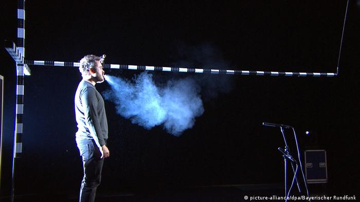 A man sings to see the scope of the aerosols