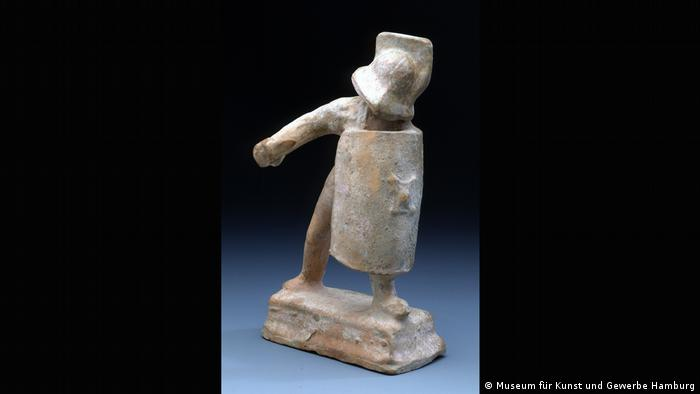 A small stone statue of a gladiator with the hand and sword missing. (Museum für Kunst und Gewerbe Hamburg)