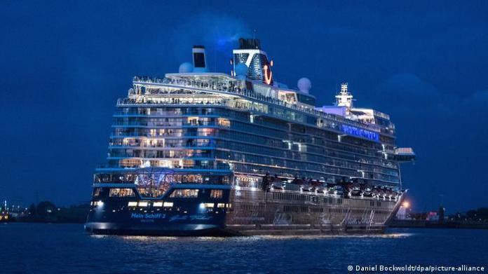 Tui | Kreuzfahrtschiff | Mein Schiff 2 (Daniel Bockwoldt/dpa/picture-alliance)