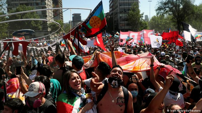 Protestas antigubernamentales en Chile que finalmente llevaron a un referéndum sobre una nueva Constitución.