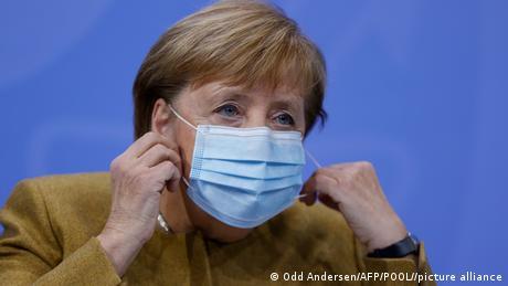 La canciller alemana, Angela Merkel, confirma que las restricciones por coronavirus serán prolongadas, en principio, hasta el 20 de diciembre, y anticipó que lo más seguro es que se extiendan hasta enero. (25.11.2020)