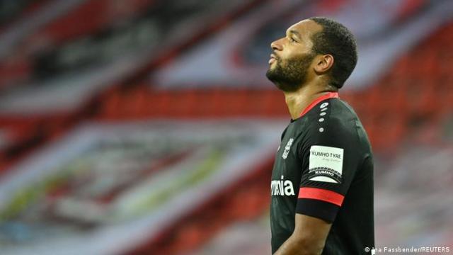 Deutschland DFB-Pokal   Leverkusen gegen Frankfurt   Rote Karte   Jonathan Tah
