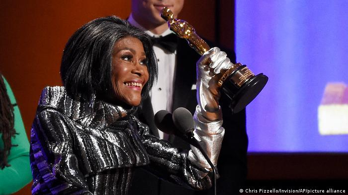 Cicely Tyson on the stage with her Oscar statuette