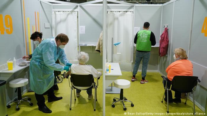 Deutschland | Coronavirus | Berlin öffnet drittes Impfzentrum