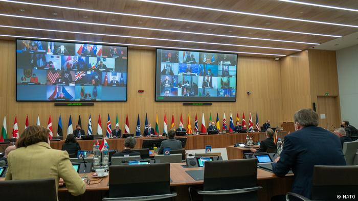 Imagen de las reuniones por videoconferencia de los ministros de Defensa de la OTAN tomada ayer.