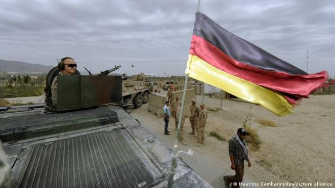 Tino Chrupalla AfD olarak, Birleşmiş Milletler onayı olmayan misyonlara Alman askerlerinin gönderilmesine karşı olduklarını ifade etti