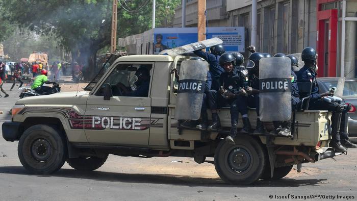 Policía nigerina.