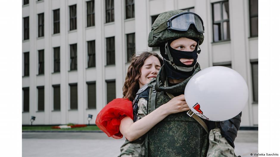 Woman hugging soldier in Belarus. Photo:Violetta Savchits, Belarus