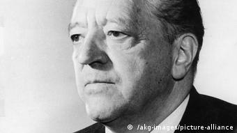 Mies van der Rohe, black and white portrait