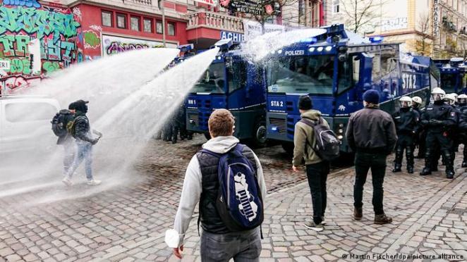 Hamburg'taki 1 Mayıs gösterisine TOMA ile müdahale edildi