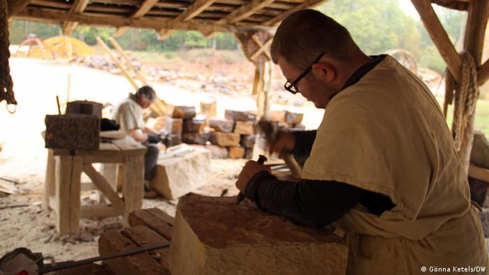 Stonemasons in Guédelon