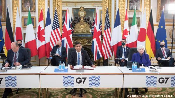 Rishi Sunak (center) at the G7 finance ministers meeting at Lancaster House in London.