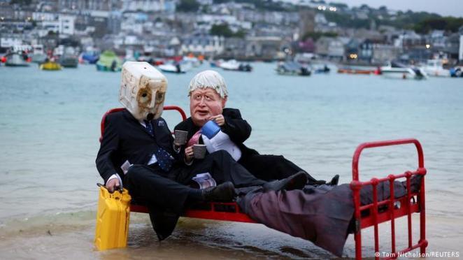 Cornwall'da iklim aktivistleri de protesto gösterileri düzenliyor