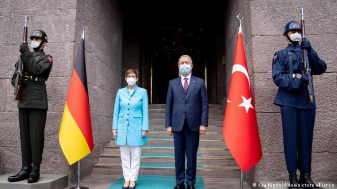 Türkei l Verteidigungsministerin Kramp-Karrenbauer in Ankara