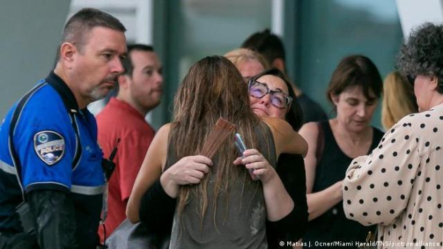 Familiares y residentes esperan resultados de la búsqueda, Surfside, Florida