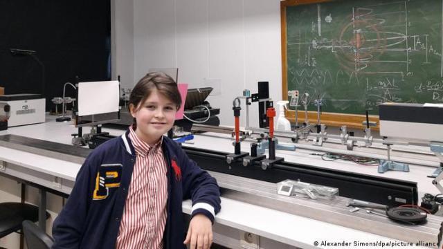El niño de once años terminó con éxito sus estudios de física en la Universidad belga de Amberes: Laurent solo tardó menos de un año en completar la carga de trabajo, que normalmente dura tres años.