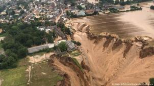 Inundação em Erftstad, próximo à Colônia