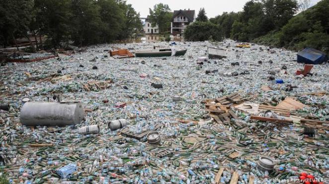 Deutschland Unwetterkatastrophe |Bad Neuenahr-Ahrweiler in Rheinland-Pfalz | Müll