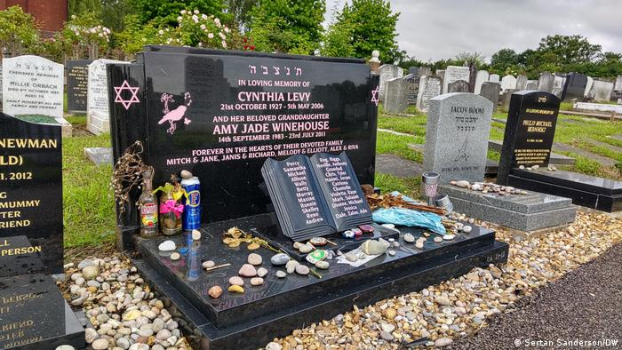 Grave of Amy Winehouse