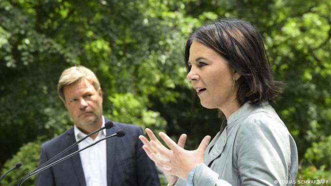 Yeşiller Eş Başkanı ve başbakan adayı Annalena Baerbock ve Eş Başkan Robert Habeck