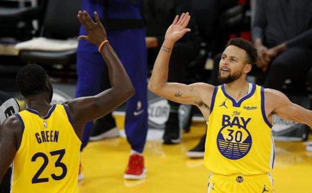 Curry celebrates it with Green
